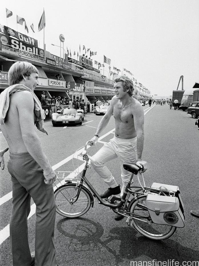 McQueen chatting in the pit lane with future Le Mans winner Derek Bell